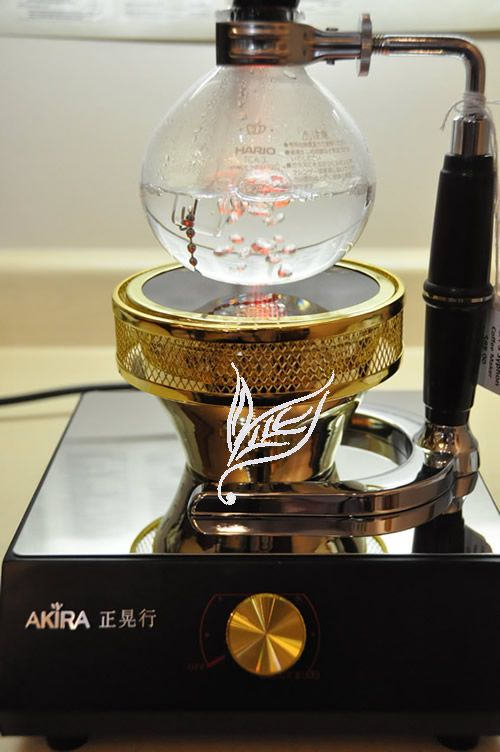Not something we're likely to use, but beautiful nonetheless, and a potential inspiration??  (Akira halogen syphon burner)