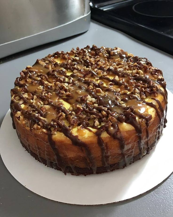 """My friend started a cheesecake company :) Here's her """"Turtle"""" cheesecake! Soooooooo Gooooooooood."""
