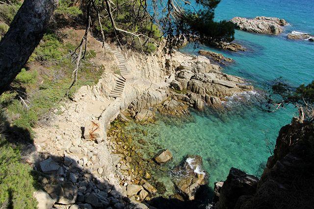Camí de ronda en la Costa Brava - 200km walking trail along the Mediterranean. This pic is near the village of Sant Feliu de Guíxols, S'Agaro #sagaro #spain #europe