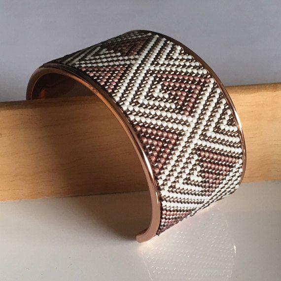 Bracelet manchette sur jonc en laiton OR ROSE / Tissage de
