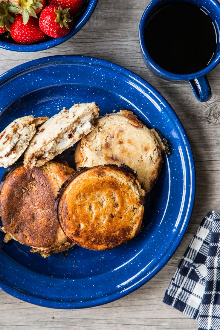 PUDGY PIES // Campfire Cinnamon Cream Cheese Pudgy Pies with @challengedairy cream cheese - perfect for camping breakfast or dessert!