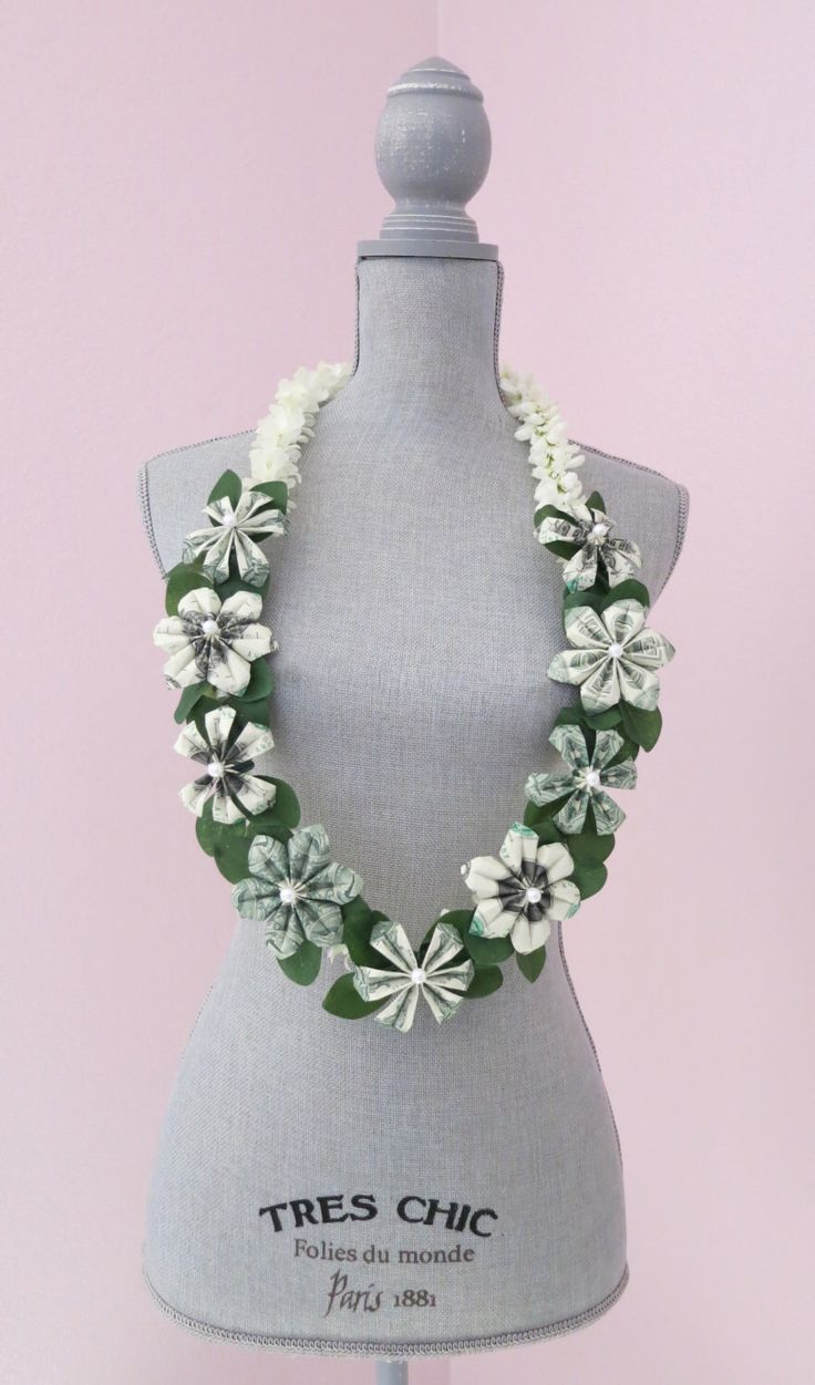 Money lei, Graduation lei - Perfect for your special event! by bydezign on Etsy https://www.etsy.com/listing/480737543/money-lei-graduation-lei-perfect-for