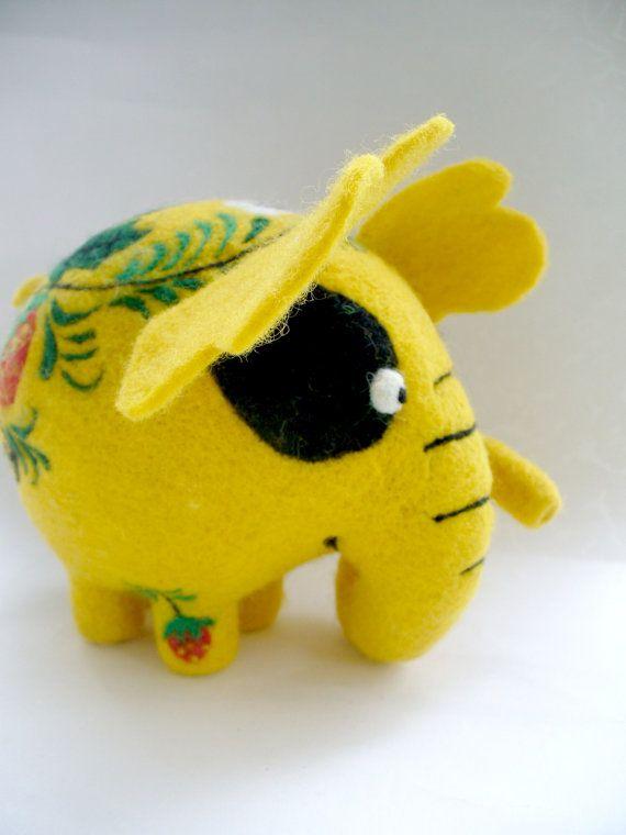 Needle Felted Toy Fairy  Elephant  Khokhloma par TashaToys sur Etsy, $80,00