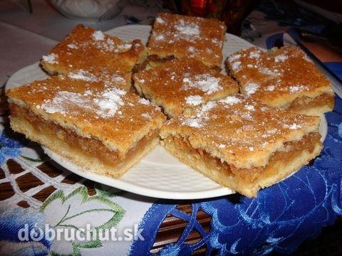 Krehké JABLKOVÉ REZY (Tender APPLE PIE ) - ingredients: 60 dkg polohrubá múka, 1 ks Hera, 2 ks vajce, 2 dkg cukor, 1 balíček prášok do pečiva, 1 dl mlieko, 1 1/2 kg jablk, podľa chuti škoricový/ kryštálovy cukor. 200*C / 30 min
