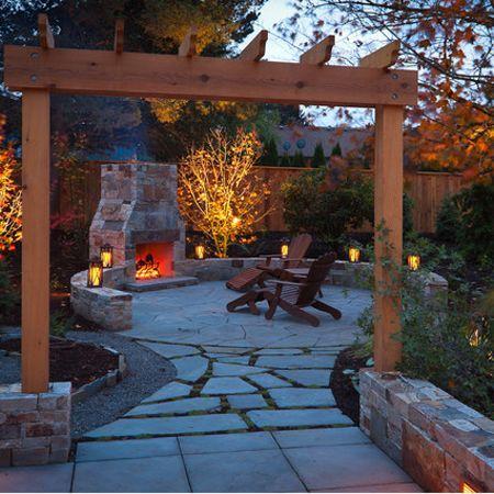 Genießen Sie den Sommer, indem die in Innenräumen außerhalb!  Diese Website verfügt über gute Tipps und Ideen, wie Sie Ihre eigenen Wohnraum im Freien zu gestalten, komplett mit einem Stein oder Backstein-Kamin