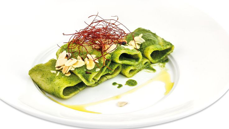 """Paccheri con crema di mugnuli e mandorle tostate"" di Gegè Mangano, chef del Ristorante Li Jalantuùmene di Monte Sant'Angelo (FG)  #food #vegan #lamadia"