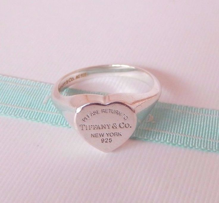 Return to Tiffany heart signet ring in sterling silver, small - Size 8 1/2 Tiffany & Co.