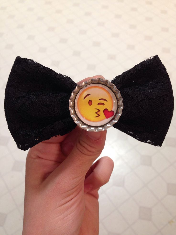 Alyssa's Adorable Crafts | Kissy Face Emoji Bow | Online Store Powered by Storenvy