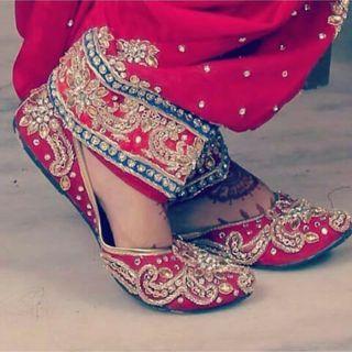 Punjabi jutti - perfect for a bride