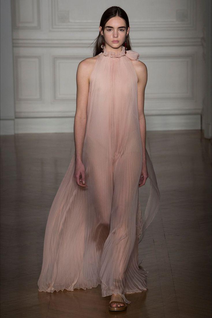 Sfilata Valentino Parigi - Alta Moda Primavera Estate 2017 - Vogue