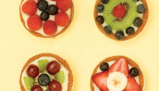 """Do your kids like to make designs? They can create this """"Edible Art"""" for a healthy snack!"""