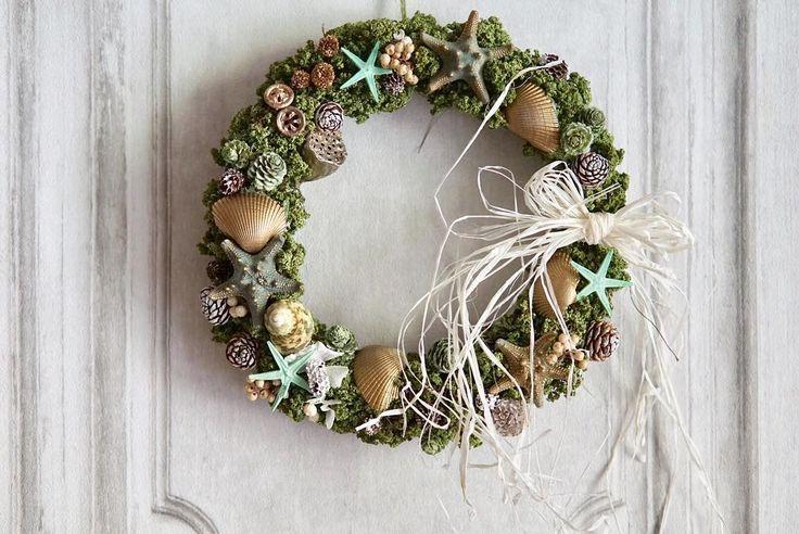 Vintage summer wreath greenshellstarfish...e.t.c...  大手毬が綺麗なドライになったので シェルやスターフィッシュを トッピング  それぞれ違った形の天然の素材たち パズルのように パチリとはまると 気持ちいい  グリーンのサマーリースは 珍しいかも  ウェルカムスペースなんかに ちょうど良い大きさです     #flowers #flowerstagram #wreath #wreaths #weddingtrends #リゾート婚 #リース #リースブーケ #ウェディング #ウェディングフォト #ウェディングニュース #ナチュラルウェディング #ガーデンウェディング #ウェディングブーケ #ハワイウェディング #結婚式準備 #プレ花嫁 #日本中のプレ花嫁さんと繋がりたい #ウェルカムリース #前撮り #花のある暮らし #wedding #スターフィッシュ #bouquet #ドライフラワー #全国のプレ花嫁さんと繋がりたい #両親贈呈品 #写真好きな人と繋がりたい #ウェルカムボード