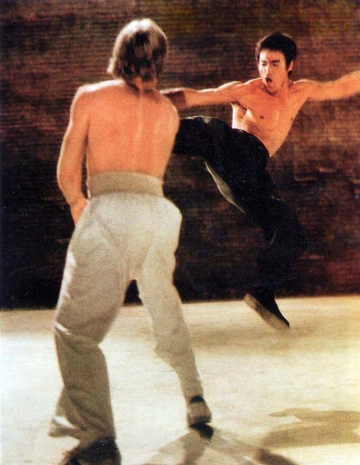 Bruce Lee coups de pied l'âne de Norris de mandrin!