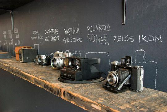 CamerasDisplay Old Cameras, Chalkboards Backgrounds, Chalkboards Painting, Vintage Cameras, Photography Display, Cameras Collection, Defunct Levis, Cameras Display, Levis Workshop
