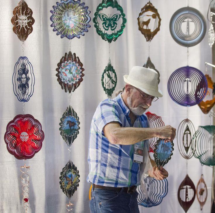 Wind Spinners (Hilanderos de Viento).