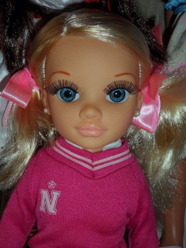 Spanish doll Nancy by Famosa. So cute face, she's amazing! I like the pearl earrings