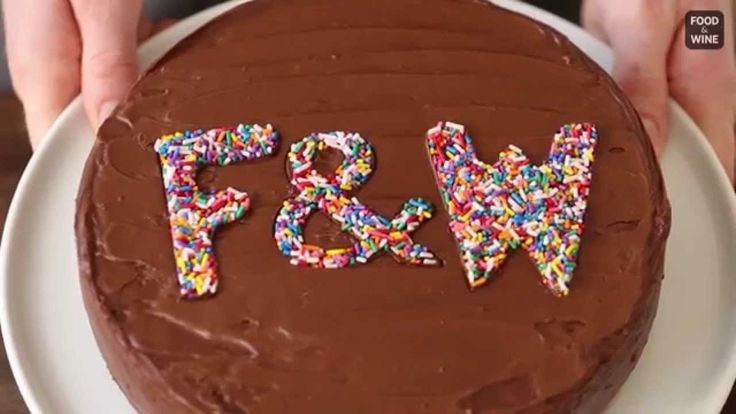 How to Decorate Cakes with Sprinkles