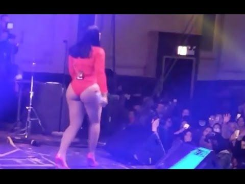 Ashanti Performs With Her Booty Out At Chicago Concert - YouTube