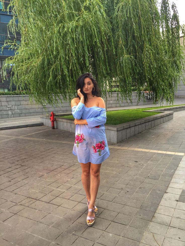 Cald! Acesta este cuvântul ce descrie cel mai bine zilele din săptămâna aceasta. Vara și-a intrat în drepturi și a acaparat, în trena rochiei ei colorate și calde, Bucureștiul. Oriunde îți îndrepți privirea vezi oameni ce caută cu însetare un petic de umbră.