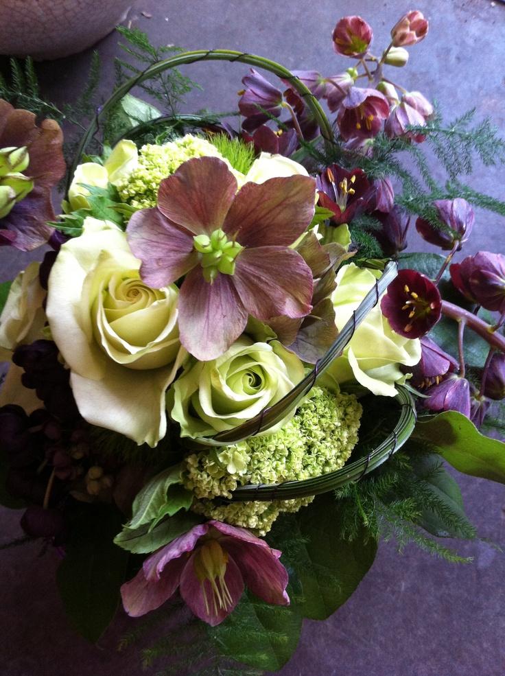 Bruidsboeket v 11-05-2013 met o.a. Fritillaria, Helleborus, Akebia, groene roos, Viburnum, Green trick