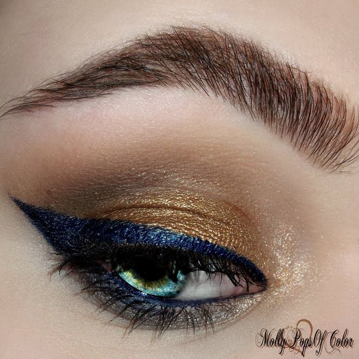 @MolyPopsofColor's navyblue wingedeye using gifted @ITCosmetics makeup! GORG