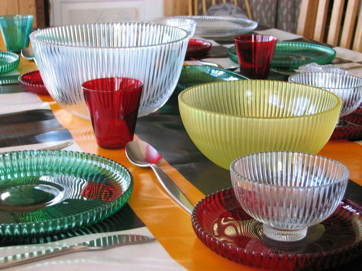 My Reffla table ware, designed by Arthur Percy for Gullaskruf glass mill