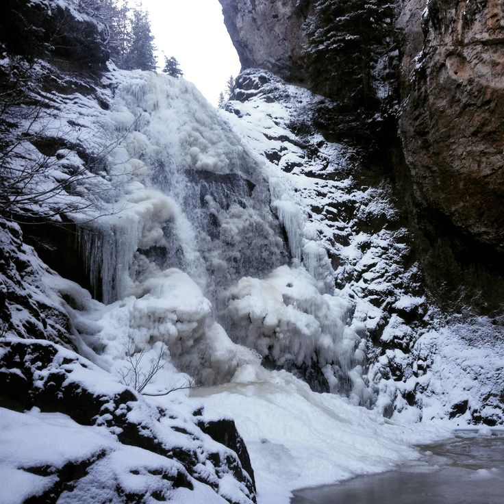 Byman Falls is starting to ice over but there is still plenty of time before you'll need snowshoes. #houstonbc #houstonhikers