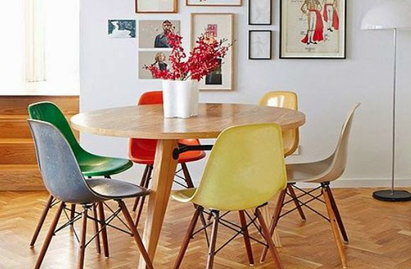 Móveis para aproximar as pessoas - Uma simples mesa redonda já consegue deixar as pessoas mais próximas durante as refeições.
