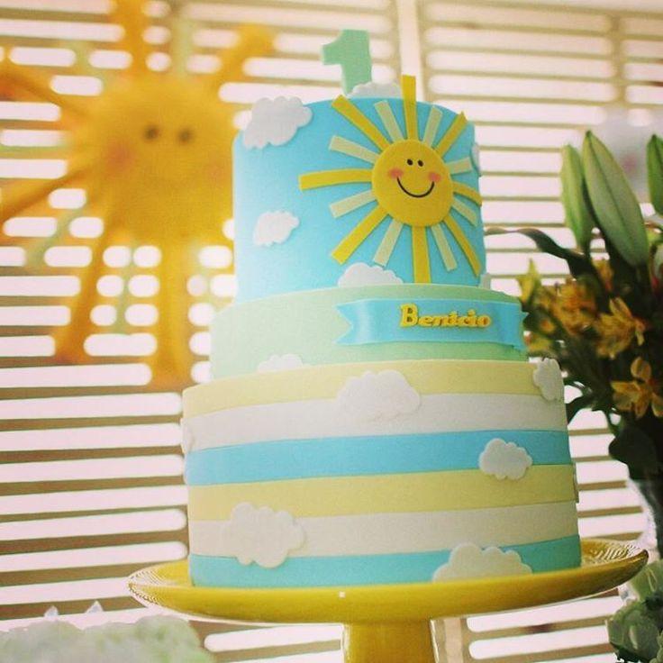 Hoje teve um Sol que brilhou!!!! ☀☀ Foto de @recalbum  Bolo lindo de @laupimenta_bolos_artisticos  Feltro de @feitoscomarte   #festasol  #mysunshine   #festamysunshine  #festamenino  #sol