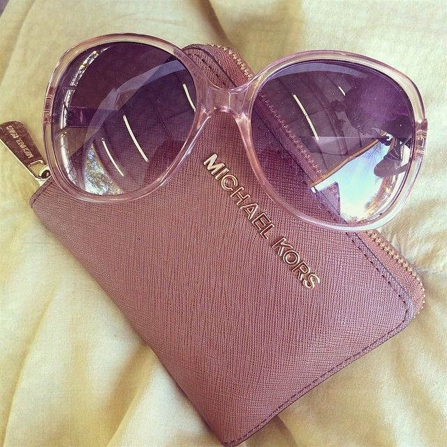 I'm gonna love this site!MK outlet So Cheap!! discount site!!Check it out!! it is so cool. MK bags.only $39