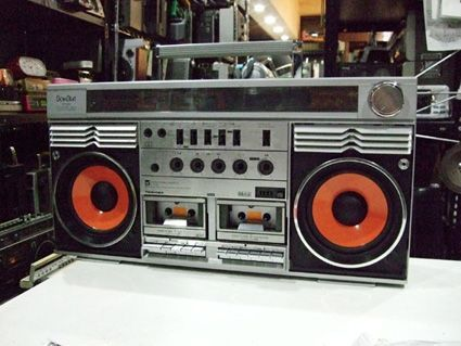 Check out www.thumpcase.com for modern day boomboxes with vintage style...