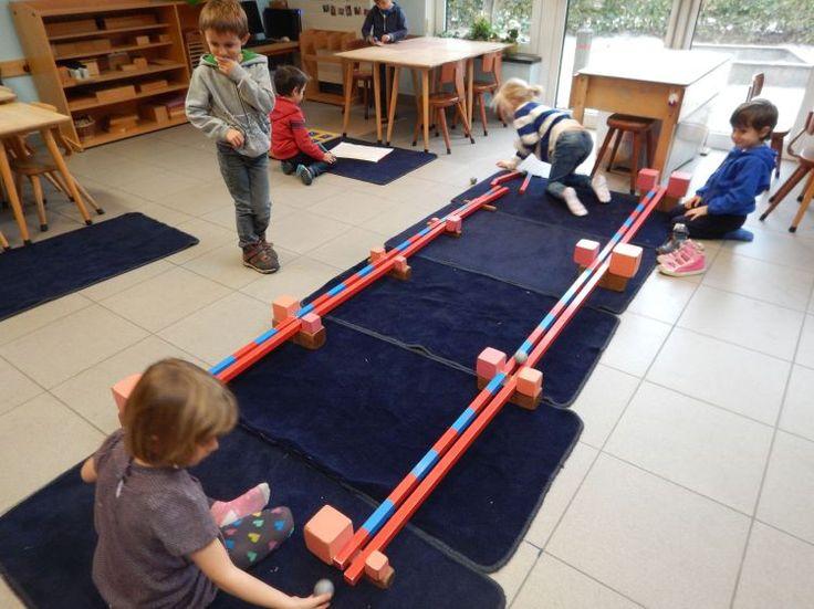 Goed onderwijs triggert de kinderen, de kleuters maakten een knikkerbaan. Wat kan je nu doen om ze sneller te laten rollen? Ideeën in overvloed maar vooral zeer enthousiaste kleuters