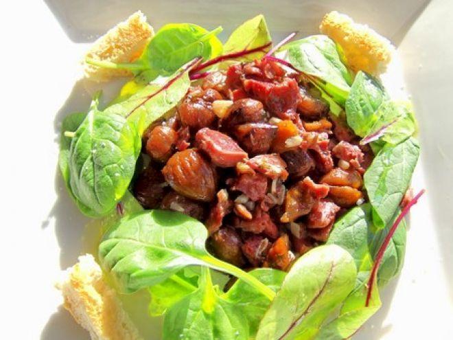 Recette Plat : Salade aux gésiers de canard confits, châtaignes grillées & jeunes pousses par A boire et à manger