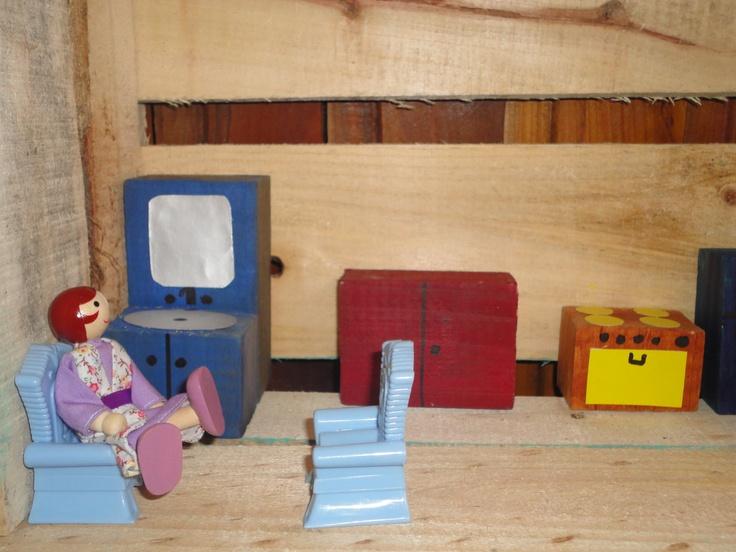 casita hecha con restos de madera de contrucción