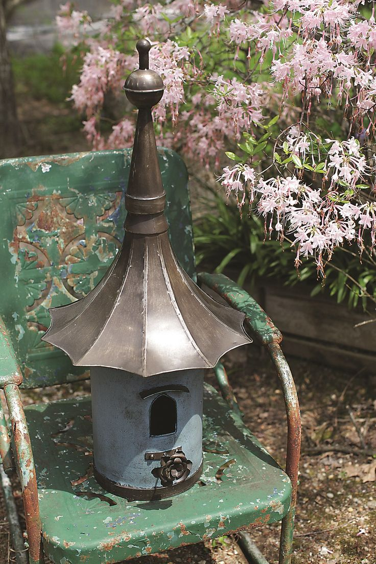 Features:  -Metal construction.  -Secret Garden collection.  -Cottage style.  -Separate clean out door: No.  Animal Type: -Bird.  Birdhouse Design: -Freestanding.  Birdhouse Style: -Victorian.  Color: