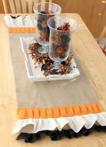 burlap ruffle table runner...can do this with any colors for any season!Thanksgiving Decorations, Fall Table, Indianwedding Shaadibazaar, Burlap Tables, Burlap Weddings, Burlap Table Runners, Tables Runners, Burlap Runners, Burlap Halloween
