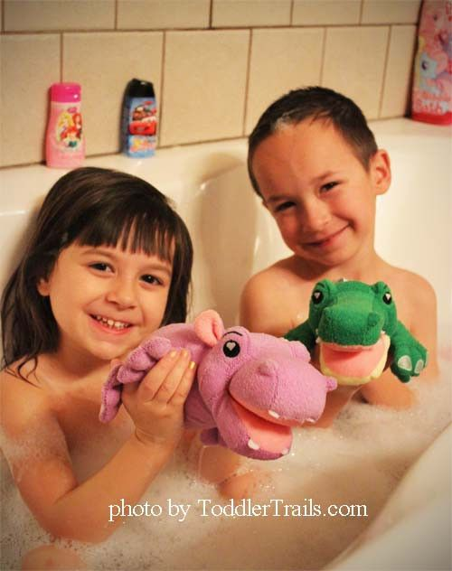 Zabawa w kąpieli z Kąpielowymi Przyjaciómi.