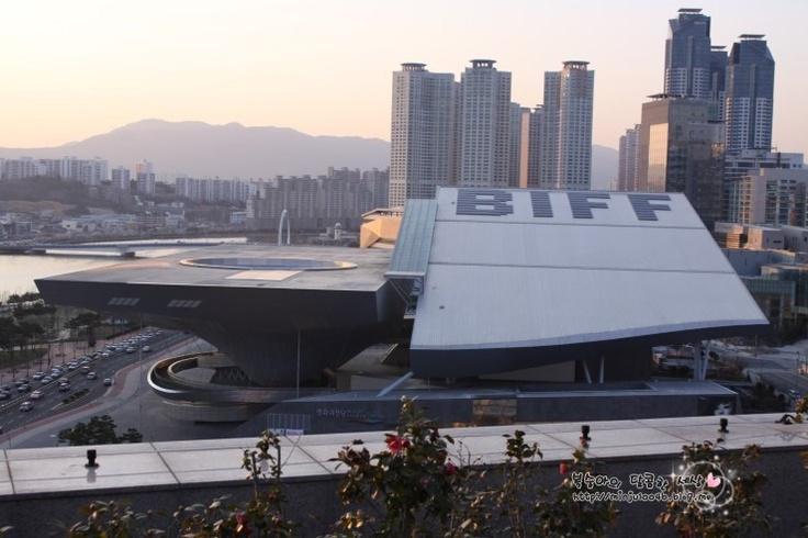 Dureraum(Busan Cinema Center)  Centum City, Haeundae-gu, Busan, Korea. http://minju1004b.blog.me/90140871702