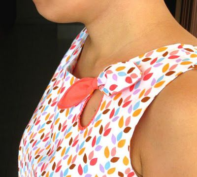 Cut out bow tutorial. Would look cute with the keyhole bodice on Miz Mozelle sewing pattern.