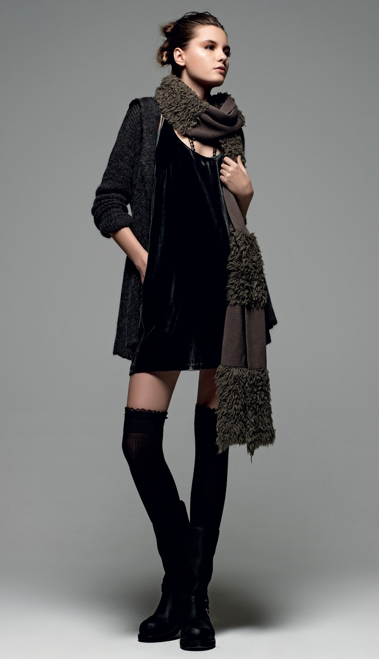 "TWIN-SET Simona Barbieri: ""The winter sea"": sleeveless velvet dress with pockets, knitted cardigan with zip, knitted scarf with fur insert and biker boot with strap."