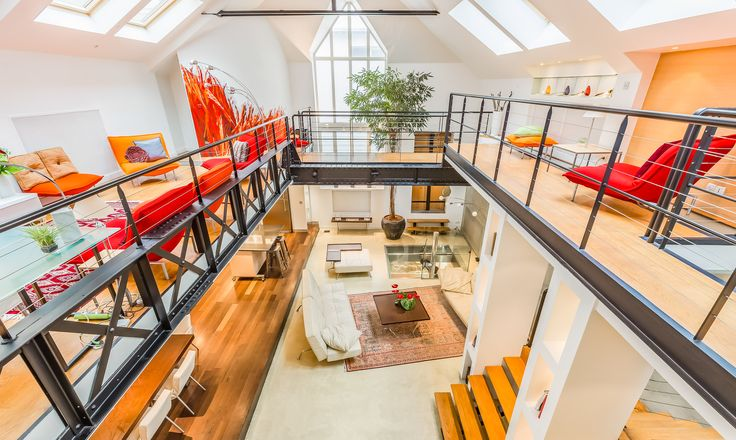 Pompidou loft is located in the vibrant Quartier Montorgueil, on a pedestrian area, in a surprisingly calm haven right in centre of Paris and only a short walk from the Louvre, the Marais, Jardin des Tuileries and close to the Pompidou centre.
