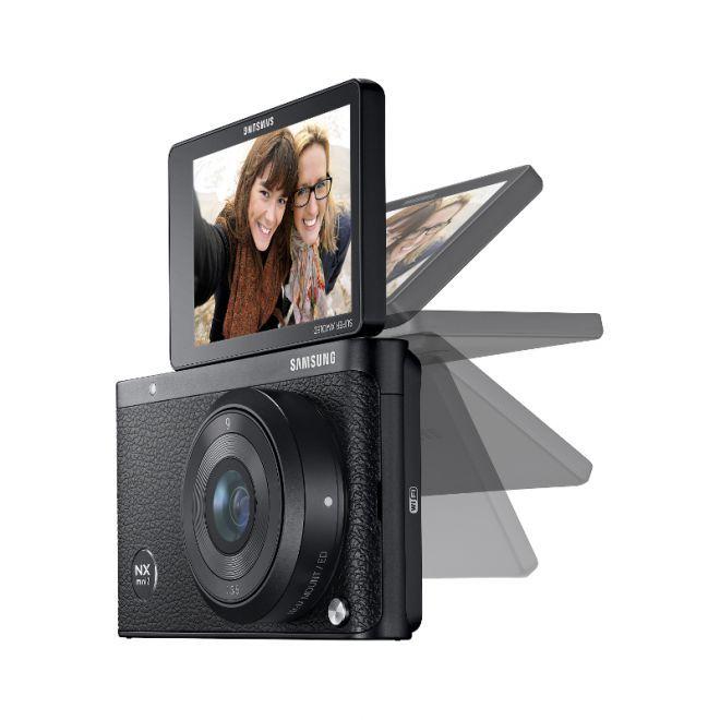 Samsung NX mini 2: piccolissima mirrorless che registra in 4K http://www.sapereweb.it/samsung-nx-mini-2-piccolissima-mirrorless-che-registra-in-4k/          A quasi un anno dal debutto della prima NX mini di Samsung, ecco che la seconda generazione fa la sua comparsa in rete nelle prime immagini leaked. Si chiamerà semplicemente NX mini 2 e sarà in grado di portare anche su questa mirrorless ultracompatta la registrazione in...