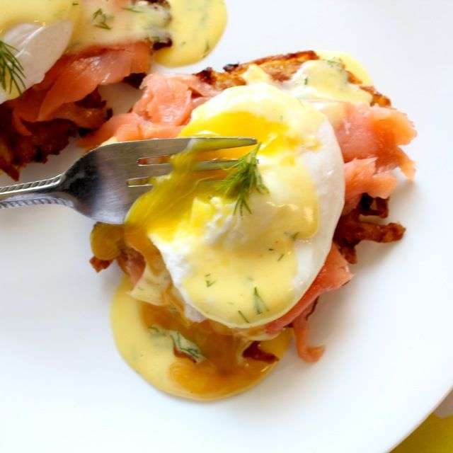 A step up from normal eggs Benedict, this Potato Latkes Eggs Benedict has a fried potato base, smoked salmon, and an herby hollandaise!