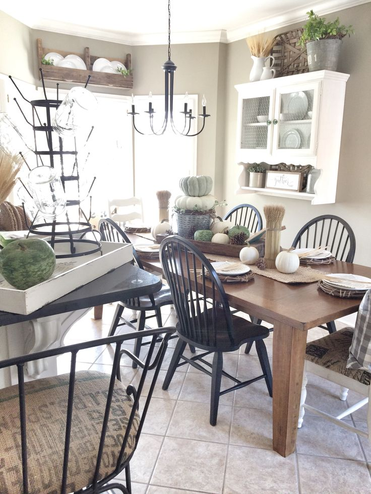 Fall farmhouse kitchen. IG @bless_this_nest