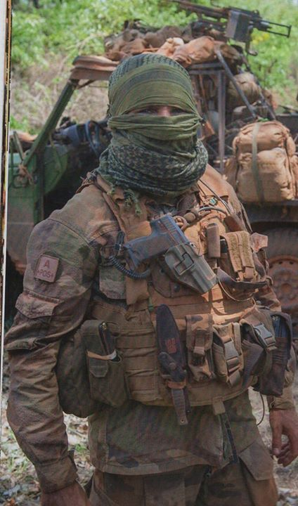 "French ""Commando Marine"" in Africa (Central African Republic) [424x720] - Imgur"