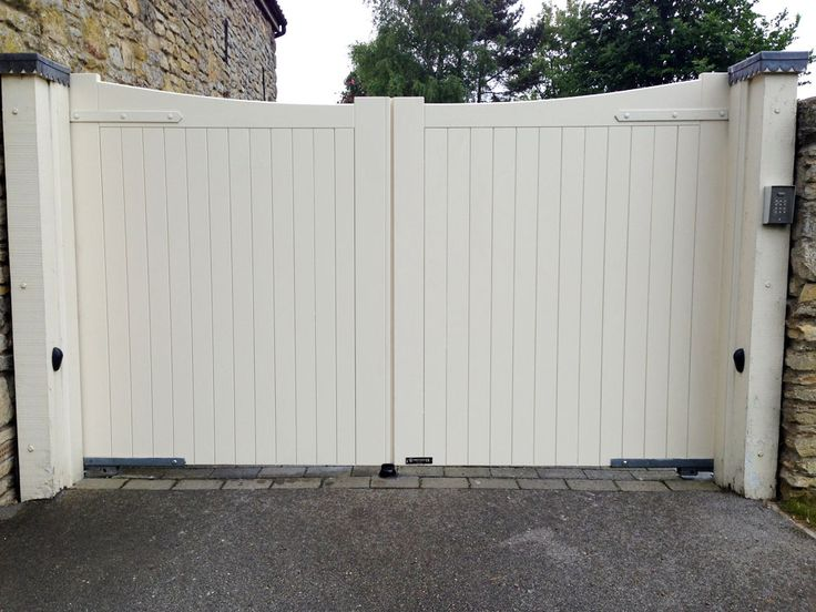 Cream painted timber electric gate, installed in East Yorkshire by Swan Gates