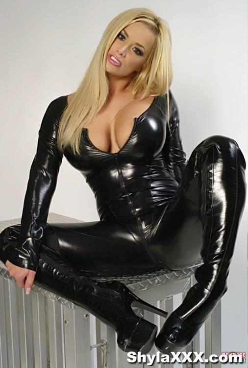 A cruel blonde goddess whipping 1