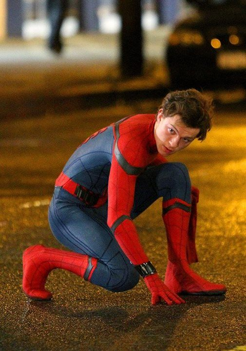 Le prochain Spider-man se dévoile aujourd'hui en images http://xfru.it/NoEd0v