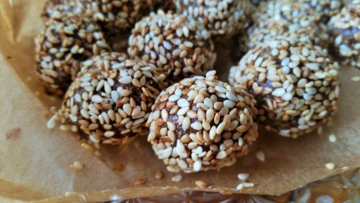 Deze simpele koekjes zijn binnen 5 tot 10 minuten gemaakt en ontzettend lekker en voedzaam. Benieuwd naar het recept? Bekijk het hier!