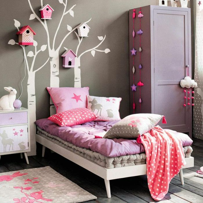 s e kinderzimmer gestaltung m dchen lila rosa nuancen dekorative vogelh user b ume wandtattoos. Black Bedroom Furniture Sets. Home Design Ideas